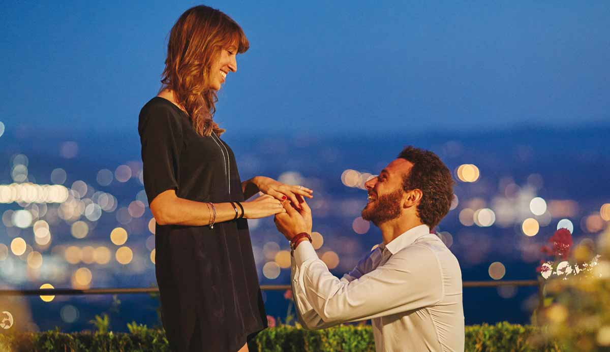 man proposing to a woman at the belmond in Italy